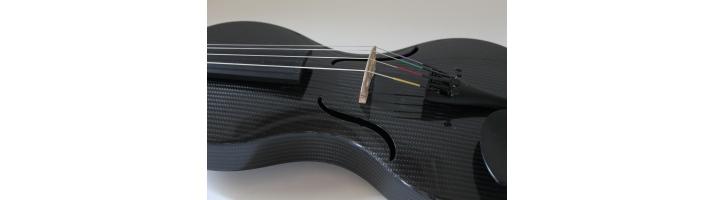 Mezzo-forte Carbon strygeinstrumenter fra Hertz Music A/S.